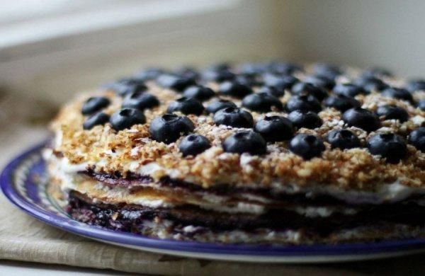 Блинный торт с черникой