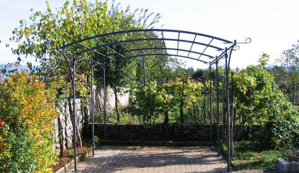 Метталическая конструкция для винограда