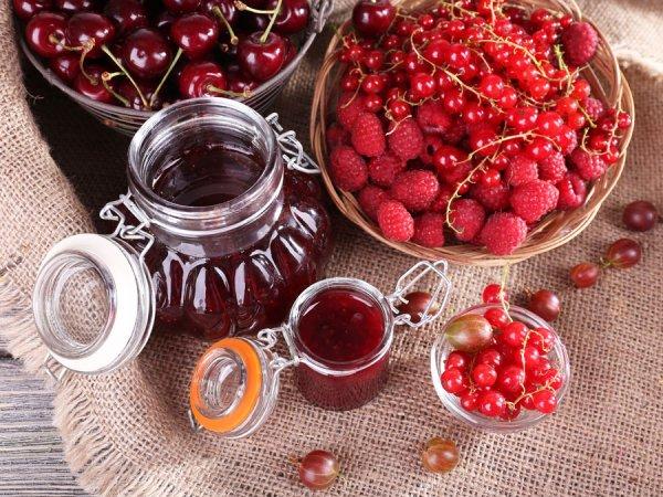 Варенье из вишни, малины. крыжовника, смородины