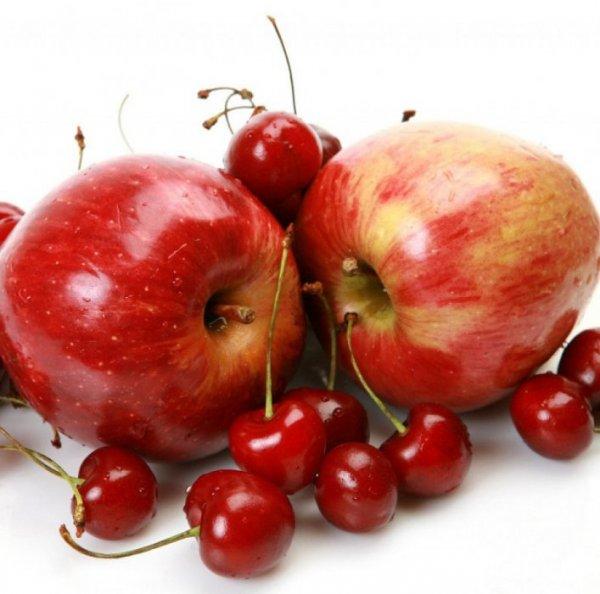 Яблоки и вишня