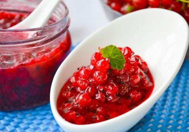 Варенье из красной смородины с целыми ягодами