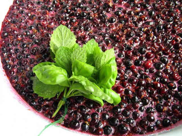 Варенье из черной смородины и мяты
