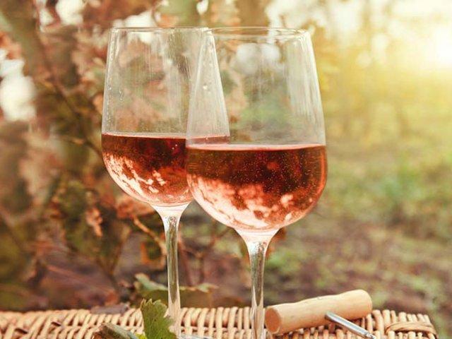 Вино из виноградных листьев с малиной