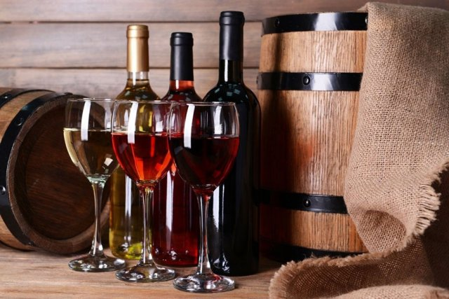 Виноградное вино разного цвета
