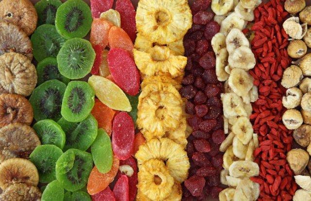 Сушеные ягоды и фрукты