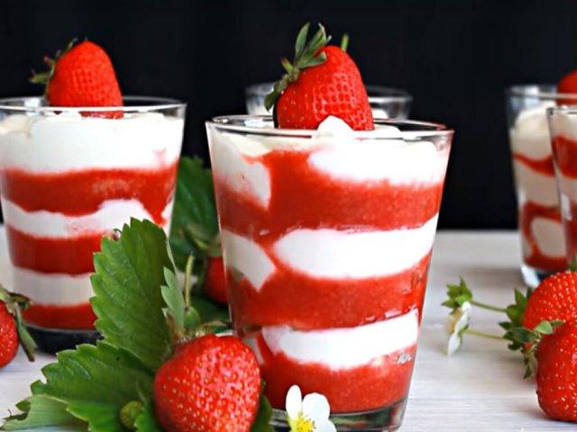 Десерт из сливок и клубники